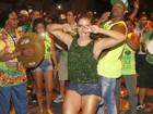Anitta vai de surpresa a ensaio da Mocidade e samba com a bateria