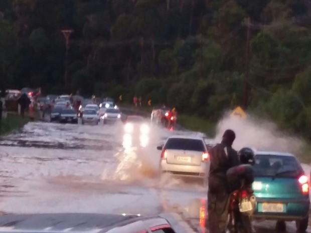 Rodovia Mogi-Bertioga, em Mogi das Cruzes (Foto: Ana Maria Canale/Arquivo Pessoal)