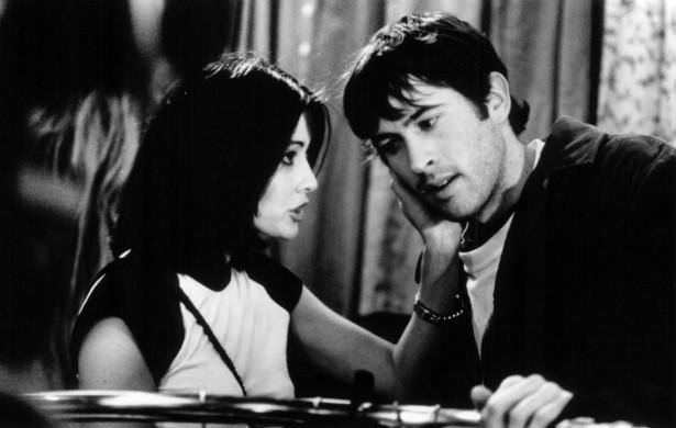 """Você se lembra de 'Barrados no Shopping' (1995)? Pois é. Shannen Doherty (que depois ficaria mais famosa como a Prue de 'Charmed') e Jason Lee não se deram nada bem durante as filmagens. Foi ali, portanto, que nasceu a fama de """"artista complicada"""" de Doherty. (Foto: Reprodução)"""