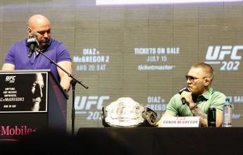 Conor terá que vagar um dos cinturões se vencer no UFC 205, diz Dana White