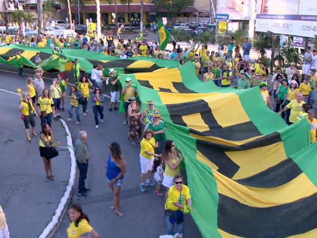VILA VELHA - ES: Protesto neste domingo (31) pede a saída definitiva de Dilma (Foto: Reprodução/ TV Gazeta)