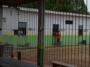 Celular foi encontrado em uma cela na Casa de Detenção de Guajará-Mirim (Foto: Dayanne Saldanha/G1)