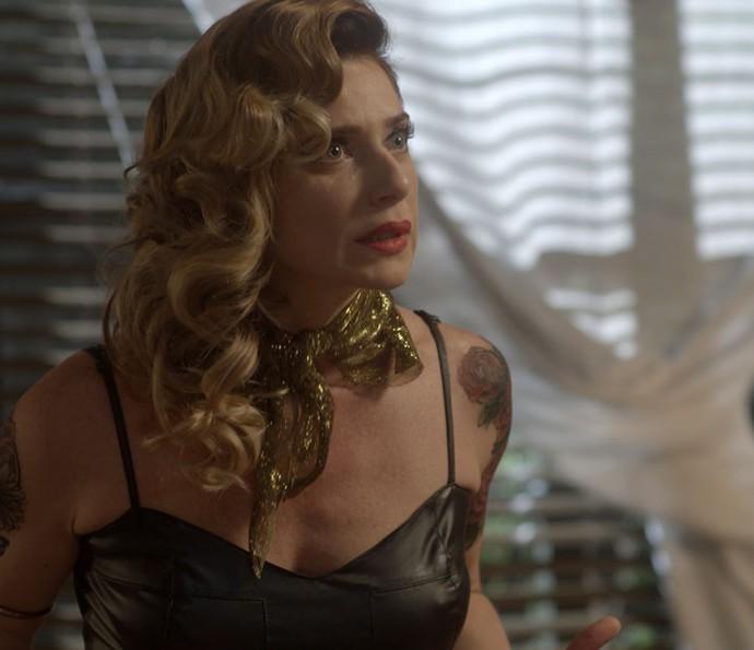 Lenita conta que está namorando, mas não revela com quem (Foto: TV Globo)