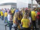 Bruna Marquezine vai com família de Neymar ver a abertura da Copa