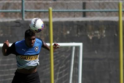Murilo treino Botafogo (Foto: Vitor Silva / SSPress)