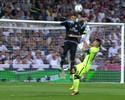 """A mão que quase ninguém viu: """"cortada"""" de Sergio Ramos é ignorada por árbitro"""