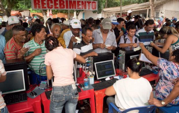 Mineiros esperam receber até R$ 20 mil por mês, mas o valor não deve chegar a R$ 500 mensais (Foto: Luiz Maximiniano)