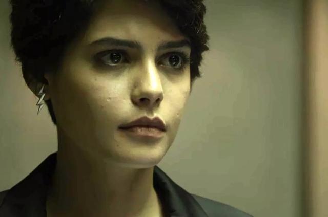 'O outro lado do paraíso': Julia Dalavia é Adriana (Foto: TV Globo)