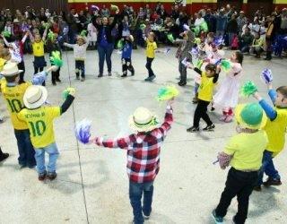 Alunos de Missal apresentam música tema da Copa (Foto: Divulgação/RPCTV)