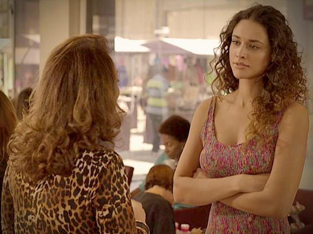 Tessália diz que não vai contar nada (Foto: Avenida Brasil / TV Globo)