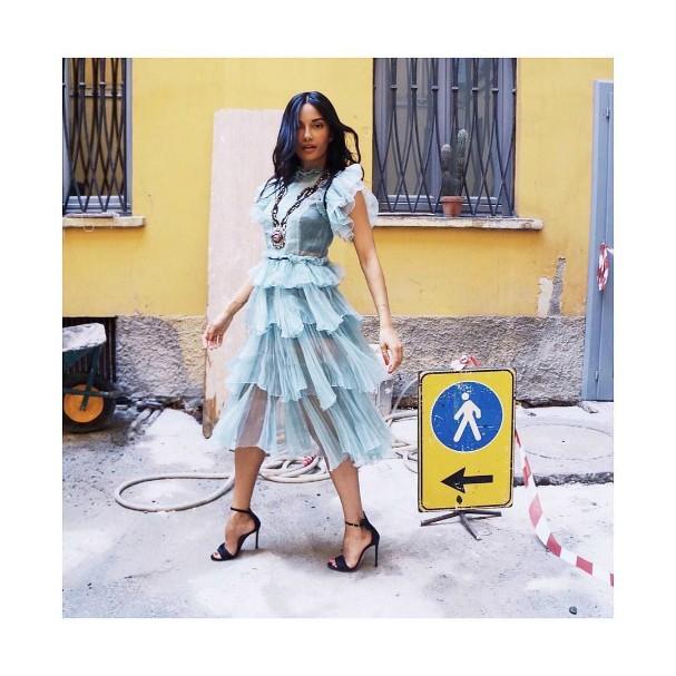 Amina Muaddi, criadora dos sapatos com orelhinhas de Minnie (Foto: Reprodução/Instagram)