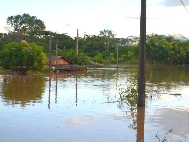 Cidade também está sem abastecimento de água, em Jaru (Foto: Jaru Online/Reprodução)