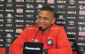 Por nova vida: Walter muda o número no Atlético-PR para espantar má fase