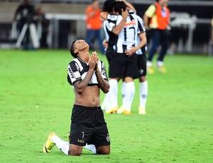Jô festa Atlético-MG Libertadores (Foto: Marcos Ribolli / Globoesporte.com)