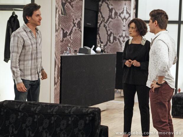 """Thales procura suposta """"Nicole"""" e dá de cara com Rogério (Foto: Jacson Vogel/TV Globo)"""