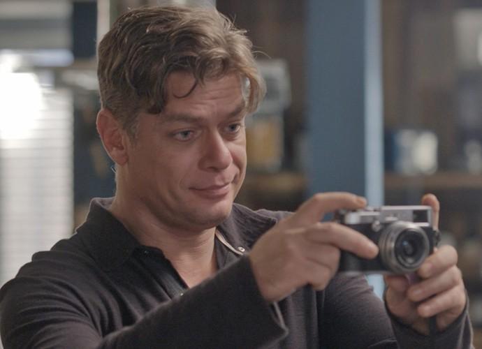 A falta de reação de Eliza acaba deixando Arthur impaciente (Foto: TV Globo)