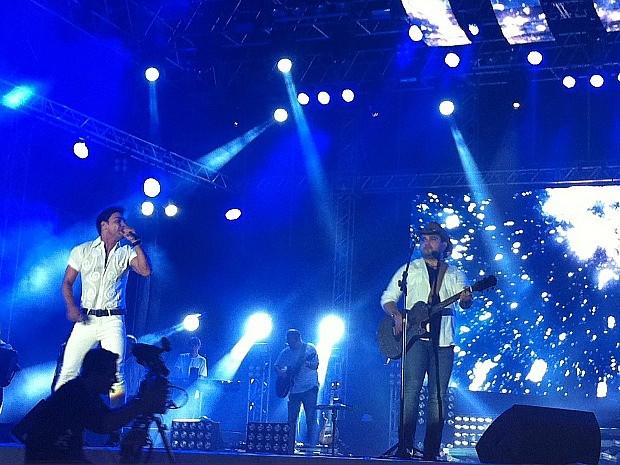 Zezé di Camargo e Luciano fazem o primeiro show de Fortaleza em 2013 (Foto: Gabriela Alves/G1)