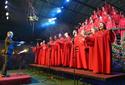 Árvore Cantante emociona com shows na Rua Coberta