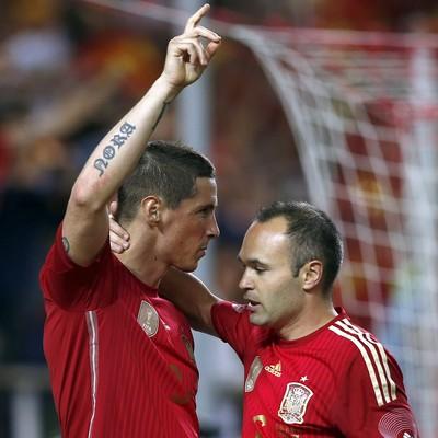 Sergio Ramos e Iniesta gol Espanha (Foto: EFE)