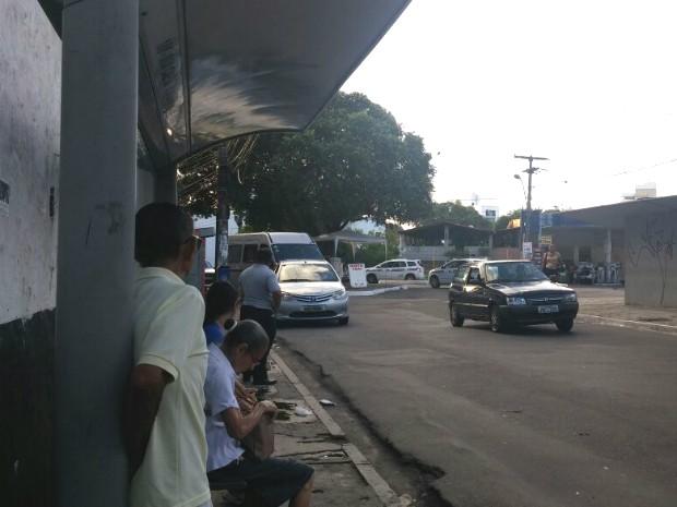 Ponto de ônibus na região do Campo Santo, bairro da Federação (Foto: Juliana Almirante/G1 Bahia)