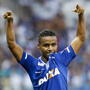 Élber, meia do Cruzeiro, comemora gol contra o Tupi (Foto: Washington Alves/Light Press)