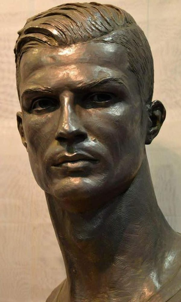 cristiano ronaldo ganha busto corrigido para museu do real madrid