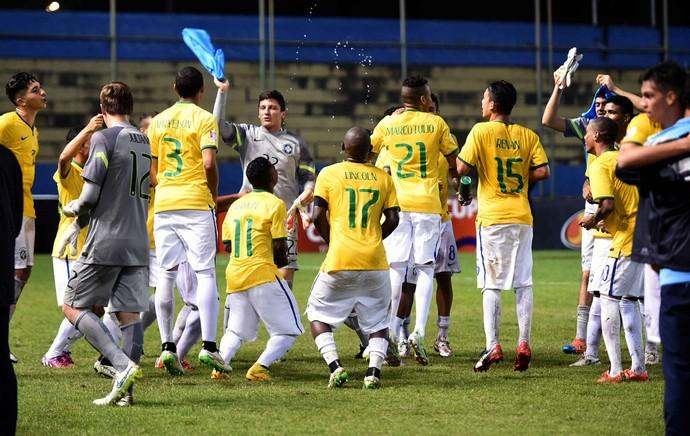 Brasil x Paraguai sub-23 - Lucas Silva comemora gol (Foto: EFE)