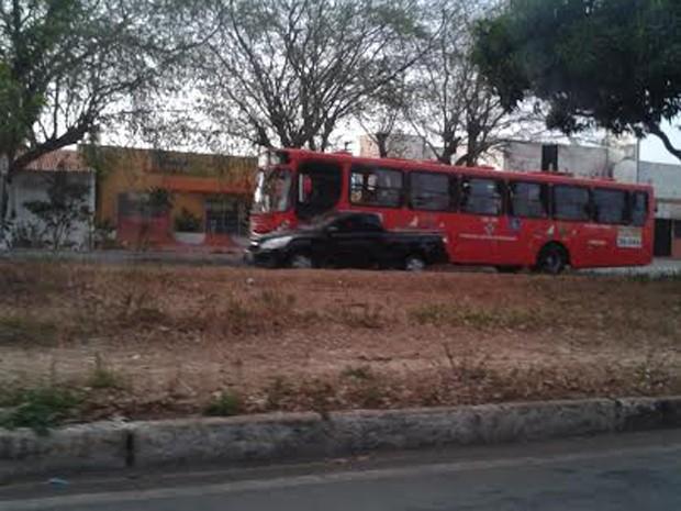 Ônibus voltaram a circular na manhã deste domingo (21) (Foto: Raquel Soares/ G1 MA)