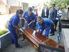 Após exumação, corpo de Marcos Matsunaga é enterrado novamente