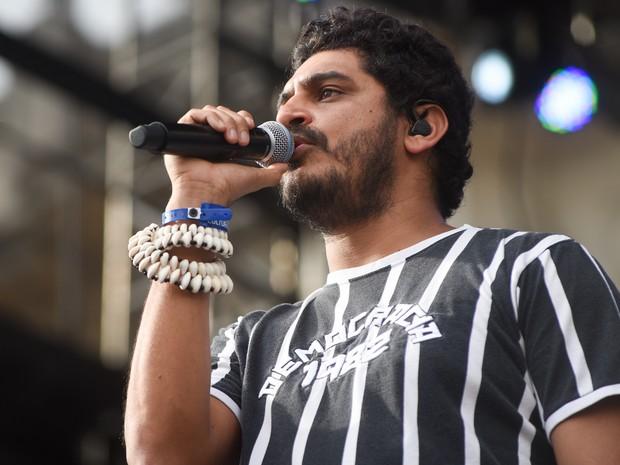 O rapper Criolo usa camisa em referência à Democracia Corintiana durante a Virada Cultural de São Paulo (Foto: Flavio Moraes/G1)