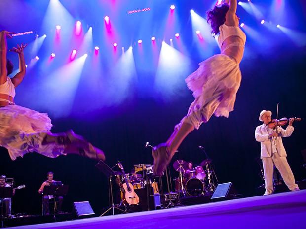 Apresentação de Nóbrega vai mostrar canções de vários espetáculos do artista, com criações próprias e obras de compositores como Luiz Gonzaga e Dorival Caymmi (Foto: Festival de Circo do Brasil/Chema Llanos/Divulgação)
