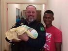 PRF ajuda grávida a chegar em hospital (PRF / Divulgação)