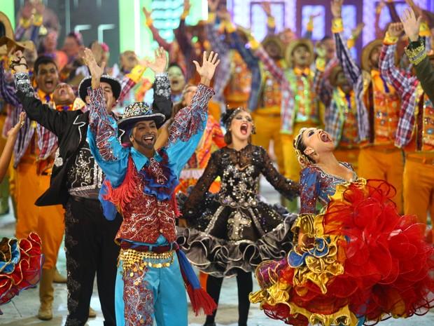 Dançarinos da Amanhecer no Sertão mostram empolgação na final do Forró e Folia (Foto: Jonathan Lins/G1)
