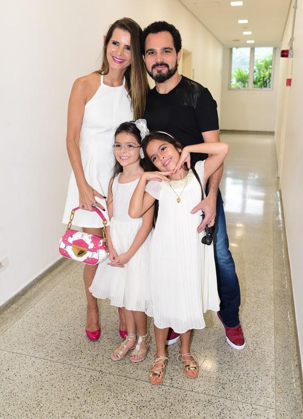 Luciano Camargo com a família (Foto: Leo Franco/AgNews)