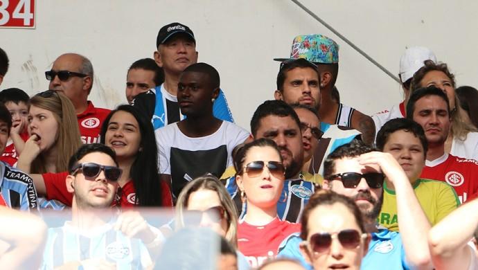 Iago lateral Grêmio torcida mista Gre-Nal 22/11/2015 (Foto: Eduardo Moura/Globoesporte.com)