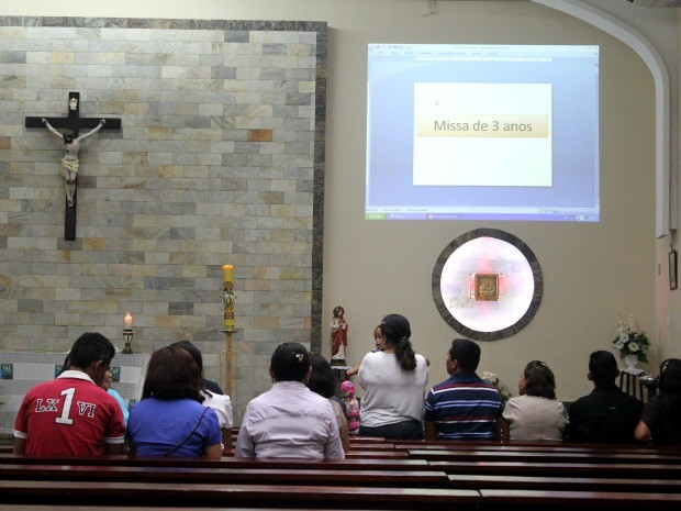 Missa fez homenagem à funcionários da Seduc mortos em acidente aéreo, há 3 anos (Foto: Mônica Dias/G1 AM)