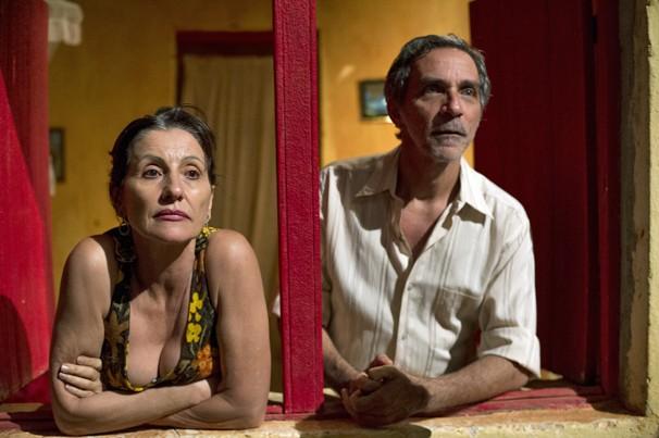 Deocleci (Antonio Fabio) e Carolina (Cassia Kis Magro) em cena de Amores Roubados (Foto: Estevam Avellar/Globo)