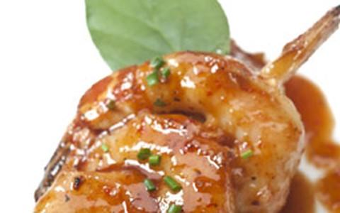 Espetinho de camarão oriental