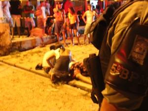 Familiares ficaram bastante abalados com a morte (Foto: Ellyo Teixeira/G1)