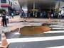 Rompimento de adutora interdita Avenida São Miguel, em SP