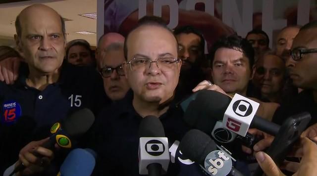 Ibaneis (MDB) fala com a imprensa após ser eleito governador do DF