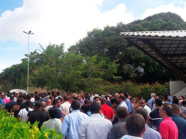 Enterro de PM que matou a família em Salvador. Bahia (Foto: Alan Oliveira/ G1)