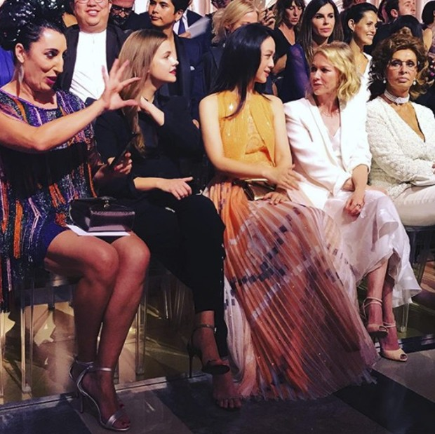 Celebrity front row at Armani Prive (Foto: @suzymenkesvogue)