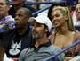 Beyoncé usa look decotado para curtir partida de tênis nos Estados Unidos