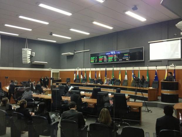 19 deputados estavam presentes na sessão desta quarta-feira (8) (Foto: Jackson Félix/G1)