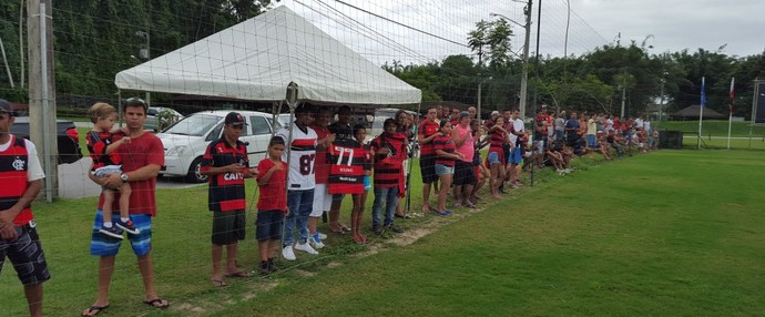 Torcida marcou presença no treino desta tarde em Mangaratiba (Foto: Gustavo Rotstein/GloboEsporte.com)