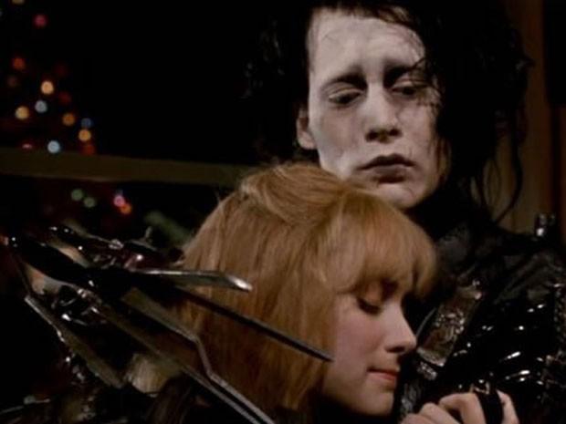 O ator Johnny Depp em cena como Edward - Mãos de tesoura (Foto: Divulgação)