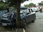 Motorista de Porsche bate em carro, fere dois e confessa que bebeu; vídeo
