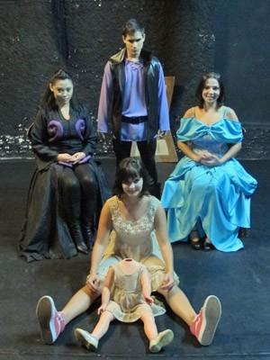 "Personagens da peça ""Edifício London"", baseada no Caso Isabella (Foto: Marcelo Mora/G1)"