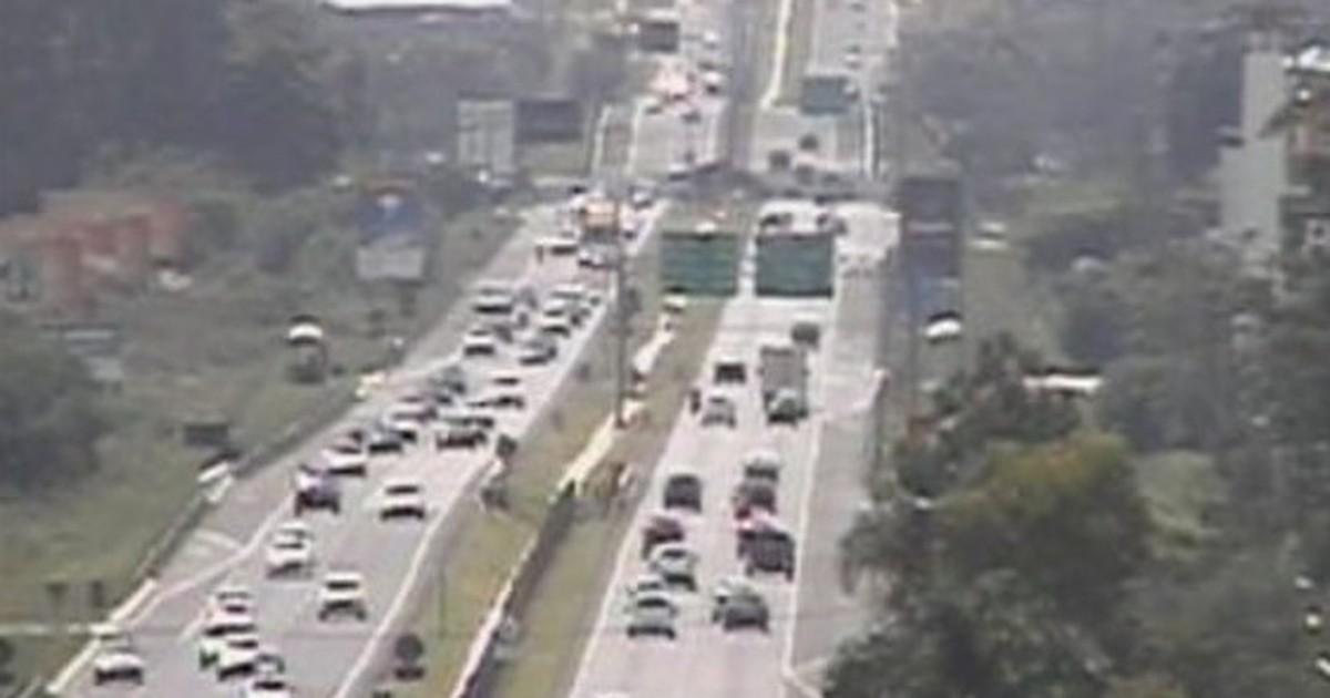 Estrada que liga Curitiba ao litoral do Paraná tem trânsito intenso - Globo.com